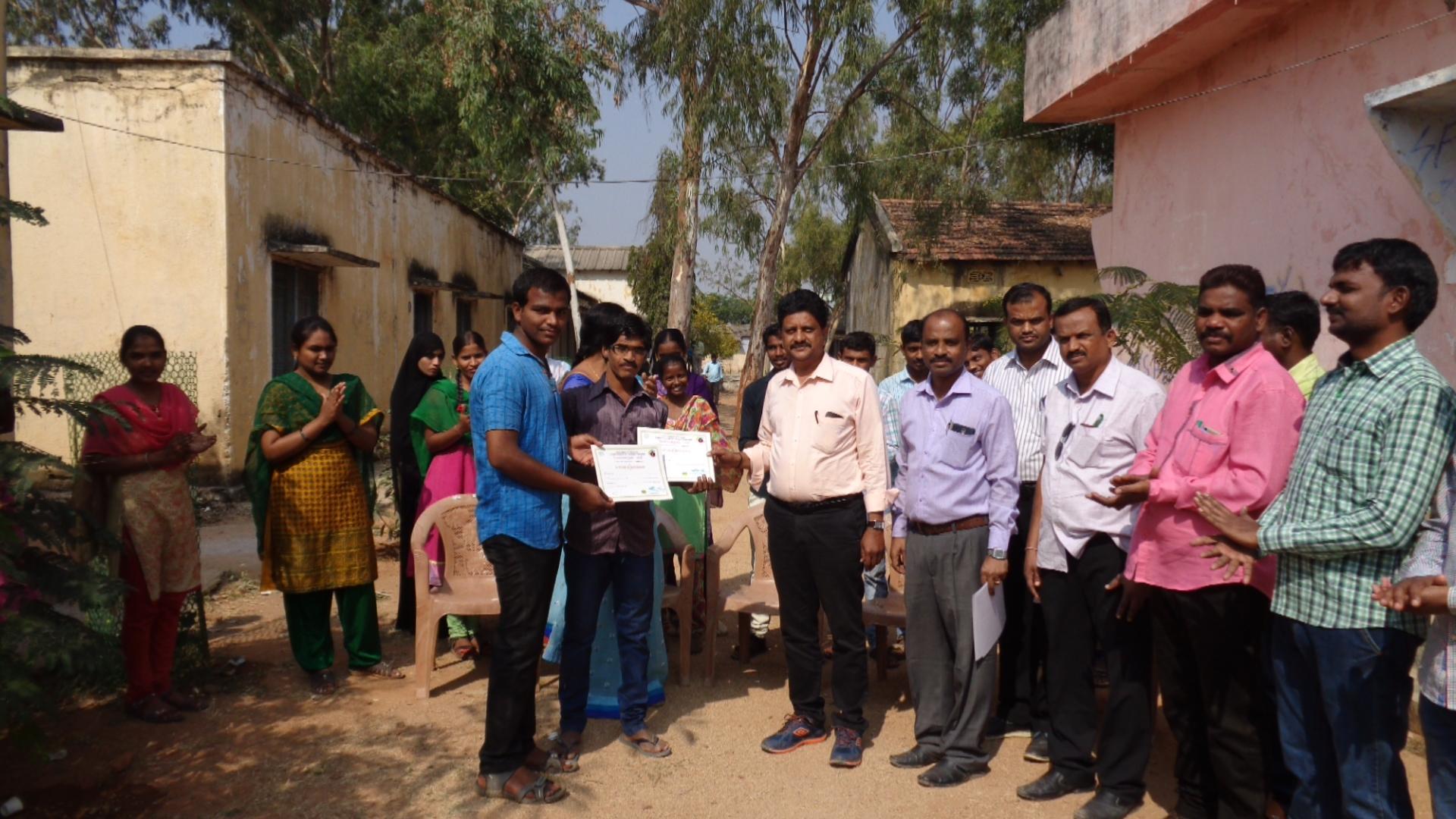 distributing prizes to yuvatarangam 2016 winners by the principal